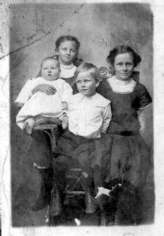 Annie, Grace, Henry and Wesley Hagin, C 1911